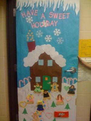 Santa Door via Iron County MCF. Love the texture on Santa's beard. - Christmas Bulletin Boards & Door Decorations