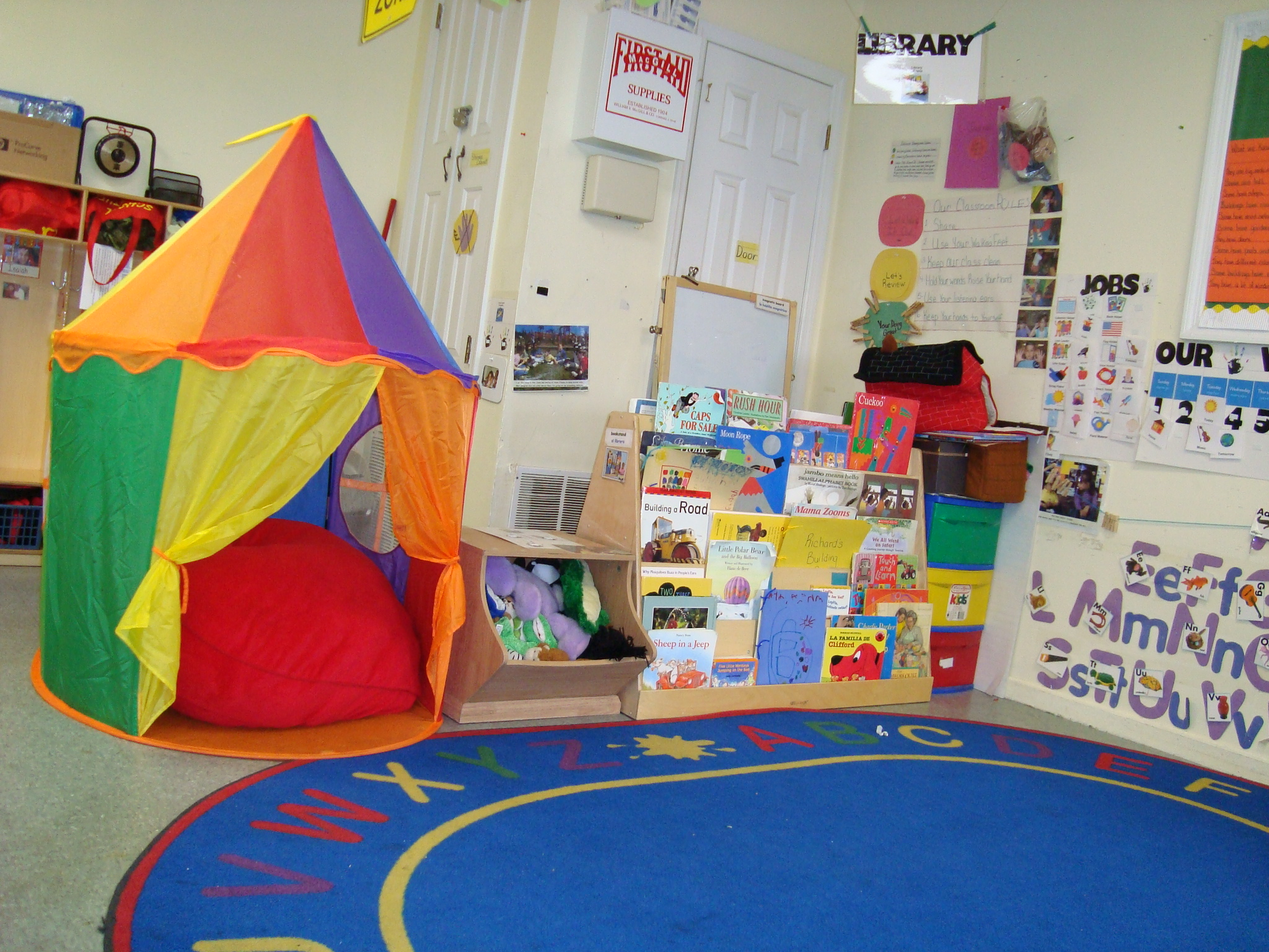 7 Inspiring Kid Room Color Options For Your Little Ones: Classroom Reading Nook Ideas